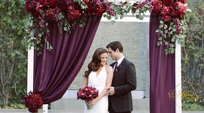 Фото свадьба с бордовыми цветами